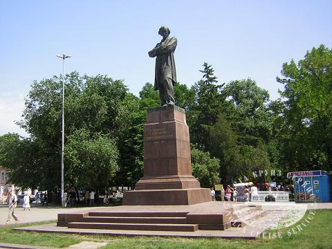 Мемориальный комплекс с барельефом в человеческий рост Сердобск заказ памятника на кладбище Сургут